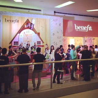 Benefit cosmetics' grand opening in one of its stores in the Philippines specifically in Mall of Asia yesterday,July 26,2013.  I saw Sam Pinto,Filipina model and artist during the event'  #benefit #cosmetics #philippines #branch #moa #mallofasia #maehabas | by Renzelle Mae Abasolo