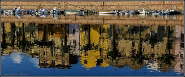 Barques i reflexos. - Boats and reflections.  Bosa- Sardinia Island- (Italy).