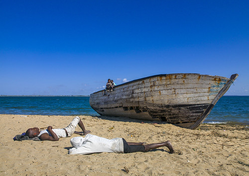 ocean africa wood sleeping sea sky people color beach water horizontal outdoors photography boat fishing sand day indianocean sunny vessel bluesky unesco tired transportation mast nautical copyspace ramadan unescoworldheritage mozambique dhow worldheritage moçambique mocambique fourpeople mozambico eastafrica mosambik 4people ilhademoçambique mozambic fulllenght colourimage モザンビーク portuguesecolony horizonoverwater nampulaprovince nauticalvessel islandofmozambique 莫桑比克 מוזמביק 모잠비크 莫三鼻給莫三鼻给 moz509