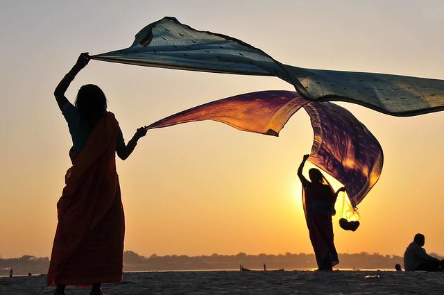 Drying saris
