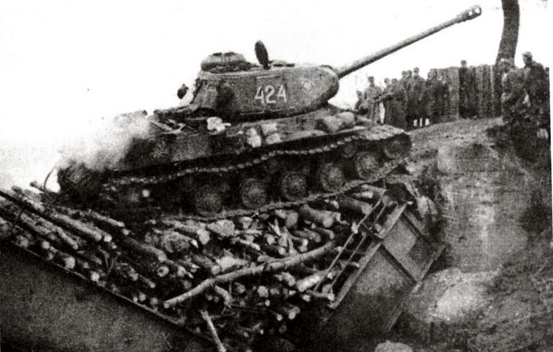 Tank IS-2 (1)