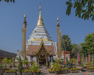 Wat Chiang Yeun Phra Chedi and Buddha Shrine (DTHCM0662) วัดเชียงยืน พระเจดีย์ และ ที่บูชาพระพุทธ | by Gerry Gantt Photography