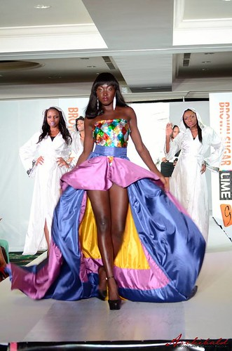 "Fantastique Défilé / Exceptional Fashion Show - ""Brown Sugar"" - ""Feel the Moment"" 