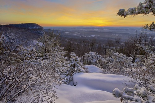 sky usa snow ny rock sunrise dawn gardiner ulstercounty pitchpine mohonkpreserve neartrapps thetrapps
