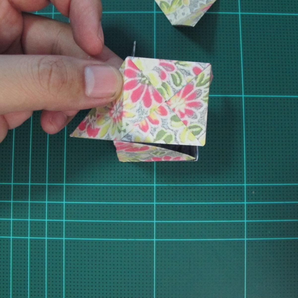 การพับกระดาษเป็นรูปเรขาคณิตทรงลูกบาศก์แบบแยกชิ้นประกอบ (Modular Origami Cube) 029
