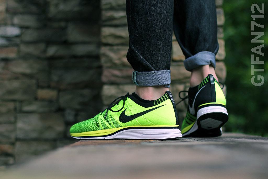 d3523ad8c094 ... Nike Flyknit Trainer - Volt