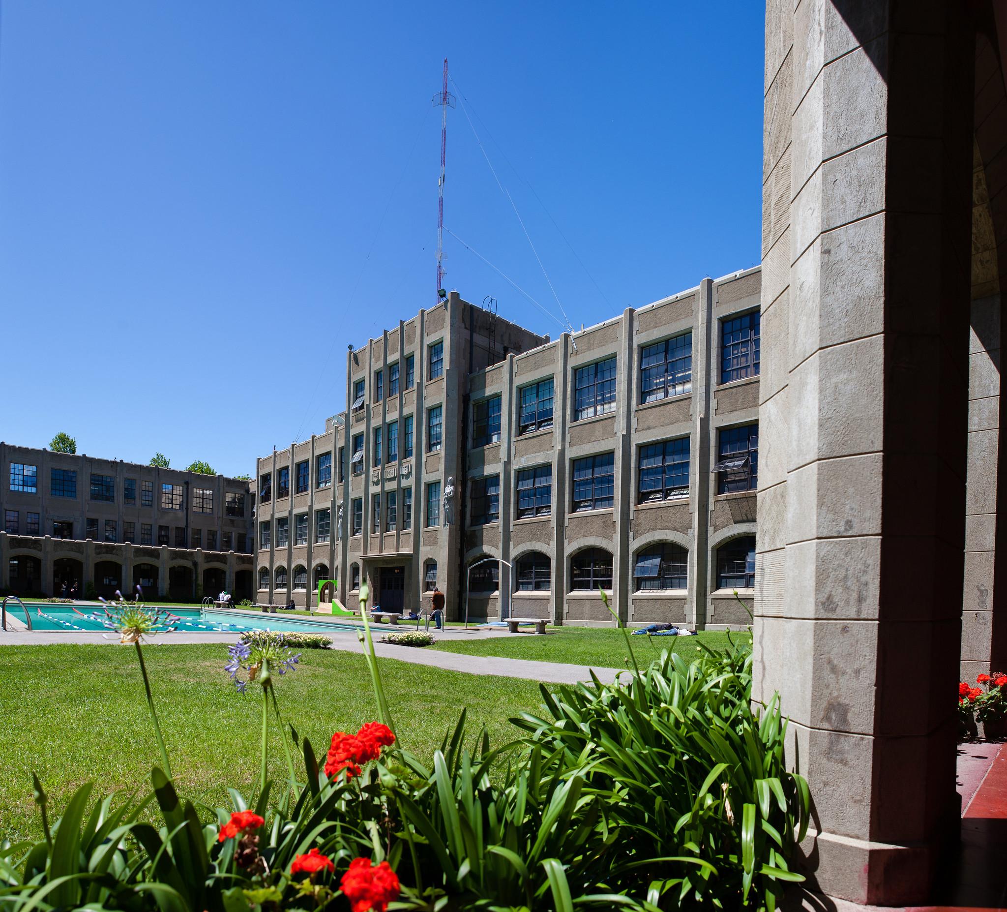 Casa Central USM, Piscina