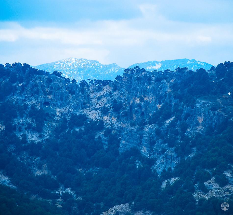 La Sierra del Pozo asoma tras las crestas rocosas
