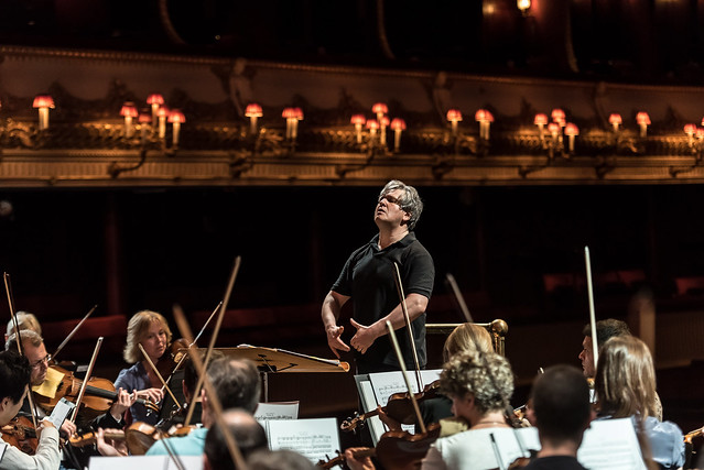 Music Director Antonio Pappano in rehearsal with the Orchestra of the Royal Opera House ©ROH/Clive Barda, 2015
