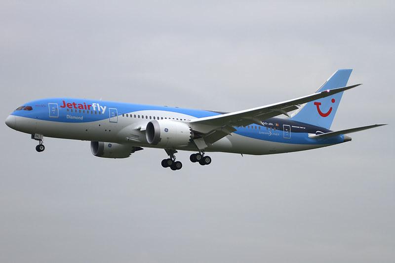 Boeing 787-8 Dreamliner – Jetairfly (TUI Airlines Belgium) – OO-JDL – Brussels Airport (BRU EBBR) – 2013 12 04 – Landing RWY 25L – 04 – Copyright © 2013 Ivan Coninx Photography