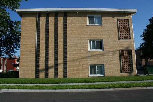 Chicago Mid-Century apartment building | by repowers