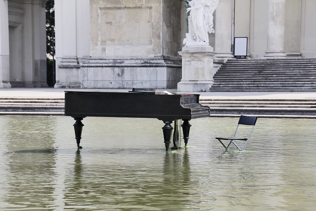Piano in Karlsplatz Pool