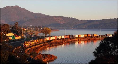 train gm view derwentvalley australia scene vista tasmania dq 2010 freighttrain emd granton goodstrain derwentriver diesellocomotive riverderwent tasrail containertrain earlylighting intermodaltrain dqclass mountdromedary canoneos550d trainsintasmania tasmanianscenary stevebromley