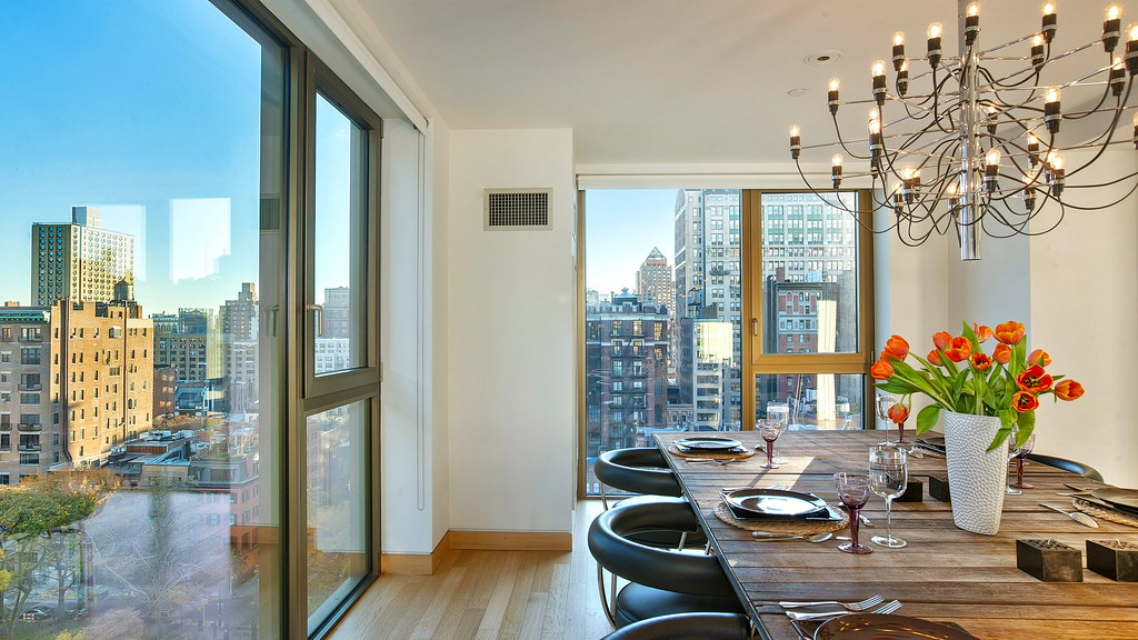 LISTED PRICE $ 10,900,000 approx. € 7,891,117