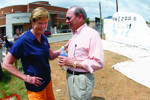 Pat Summit chats with Chancellor Jimmy G. Cheek