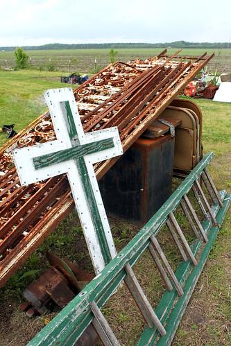 junk rust cross rusty ladder 34 pickers 113picturesin2013