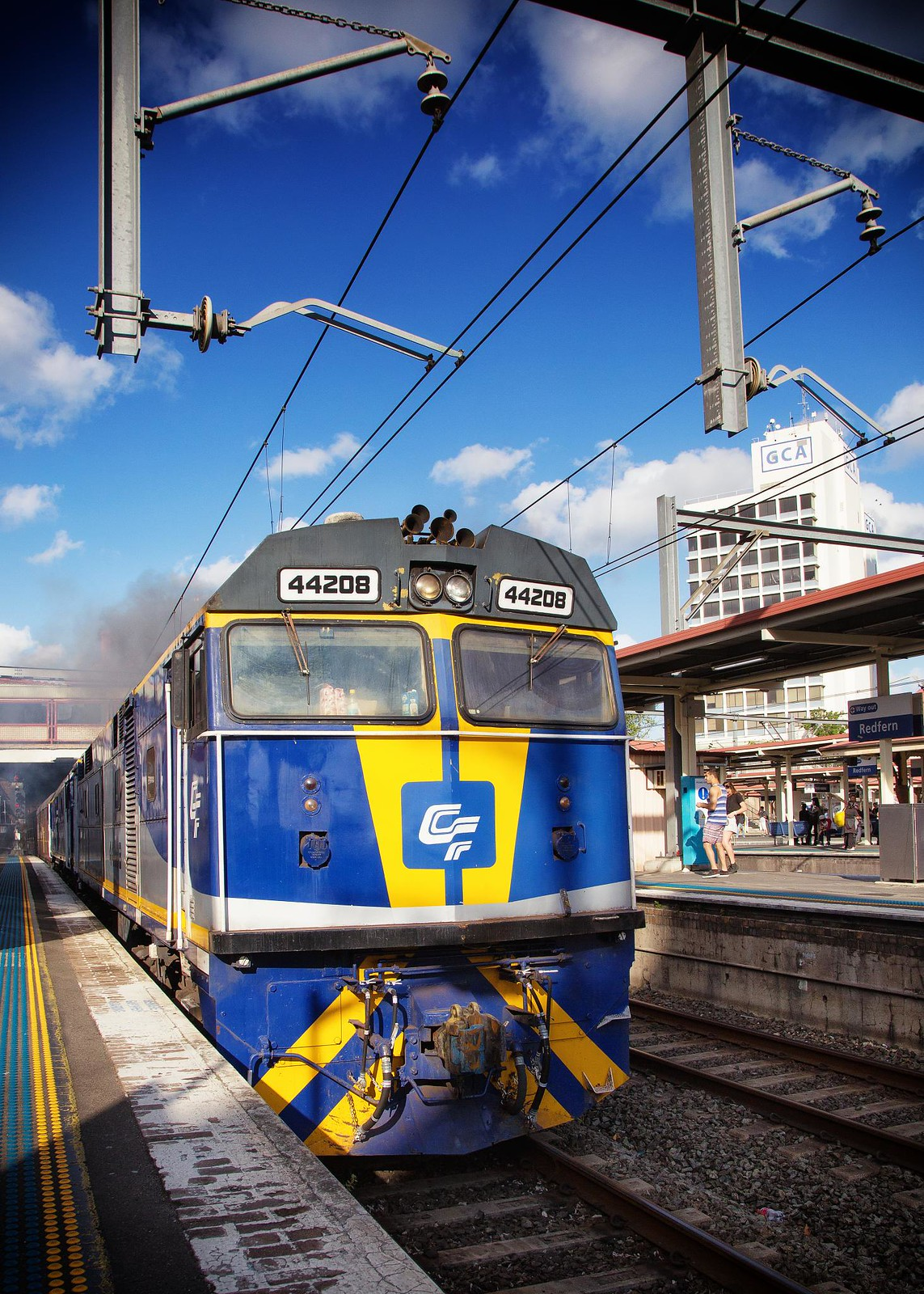 44208 Passing Redfern by Trent