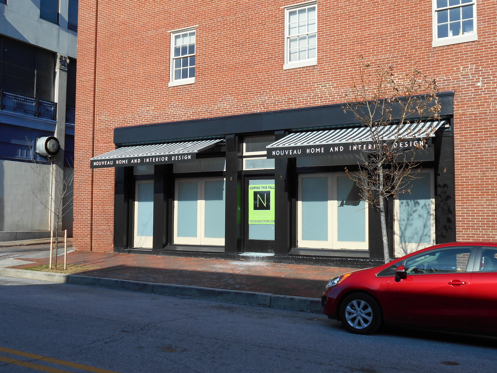 Architectural-Retractable -Awnings as Storefront