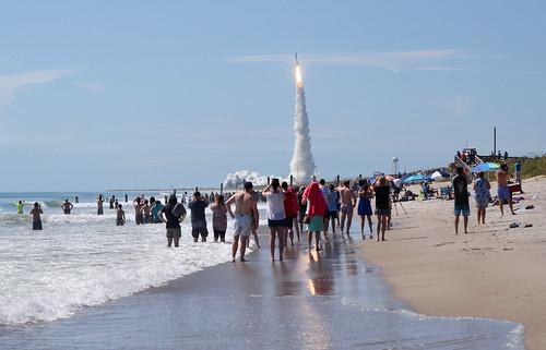 atlas v rocket launch navy satellite muos 5 playalinda beach canaveral national seashore brevard county florida usa nikon 70300mm d7000