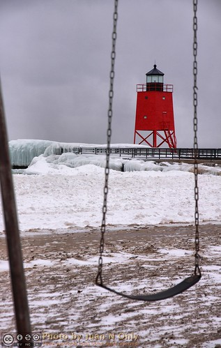 charlevoix michigan southpier lakemichigan hdr pseudohdr tonemapped tonemapping febuary 2017 winter snow ice water outdoor lighthouse swing red juannonly