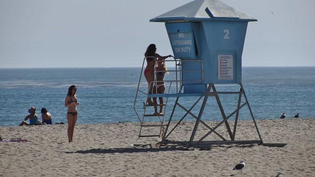 IMG_4141 santa barbara beach babes lifeguard platform ladder
