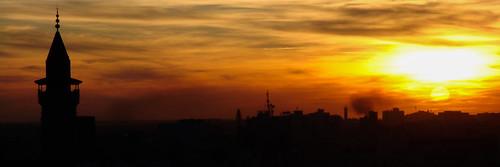 sunset sun sol yellow skyline torre tunisia minaret islam religion mosque panoramic amarelo pôrdosol sonne ocaso backlighting religião panorâmica monastir تونس mesquita minarete الشمس tunísia مئذنة minarett panoramaurbano المـنسـتير