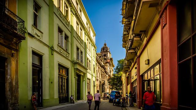 Visto desde la Calle Obispo, Habana Vieja, La Habana
