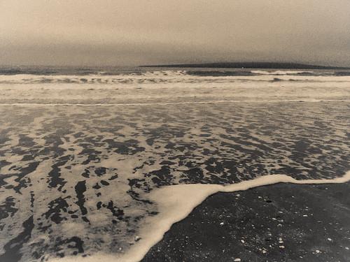sea newzealand bw mist beach wave auckland foam rangitotoisland takapunabeach
