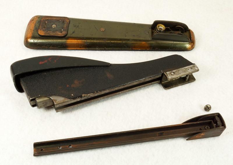 RD11756 Vintage Art Deco Stapler The Hotchkiss Sales Co. Norwalk, CT Model 120 DSC02424
