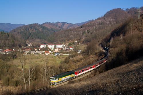 morning train railway vlak 055 zsr 754 ulanka renatka zeleznica zssk