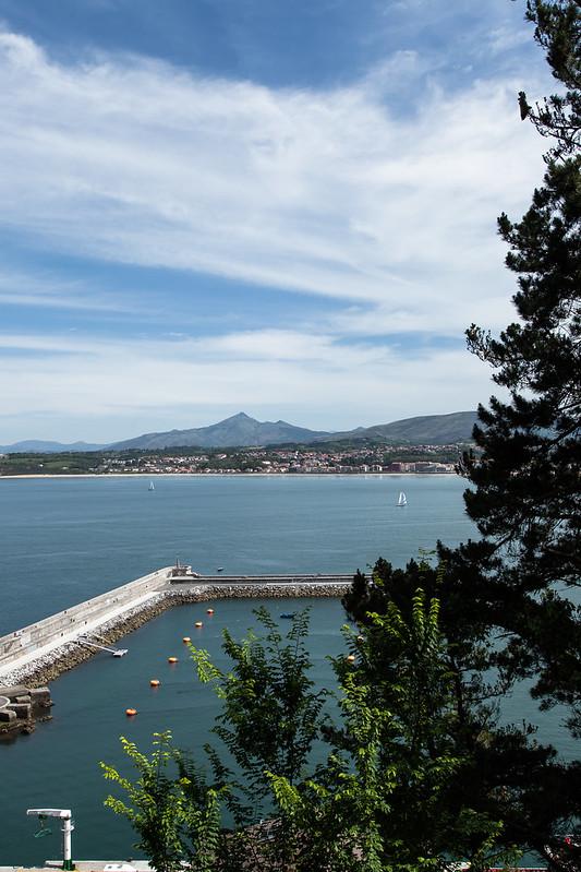 https://www.twin-loc.fr Vue d'Hendaye et de La Rhune depuis la frontière espagnole. View of Hendaye and La Rhune from Spain border. Image Picture Photography.