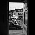 Une porte sur la ville / A door to city