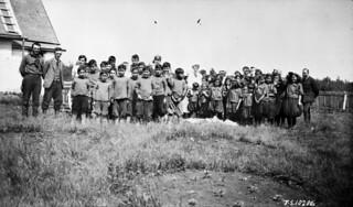 Schoolchildren, Mission at Hay River, Northwest Territories, 1925 / Écoliers de la mission Hay River (Territoires du Nord-Ouest) 1925
