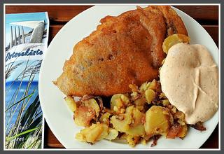 Heute haben wir mal wieder den Fischer Kruse am Schönberger Strand an der Ostsee besucht und leckeren Seelachs in Bierteig mit Bratkartoffeln und Knoblauchsoße gegessen. Bei dem schönen Meerblick hat es uns besonders gut geschmeckt.