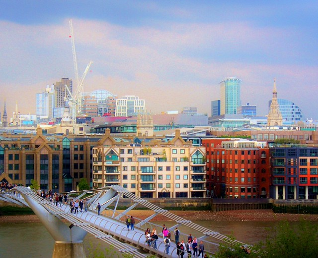 The colors of London - Millennium Bridge