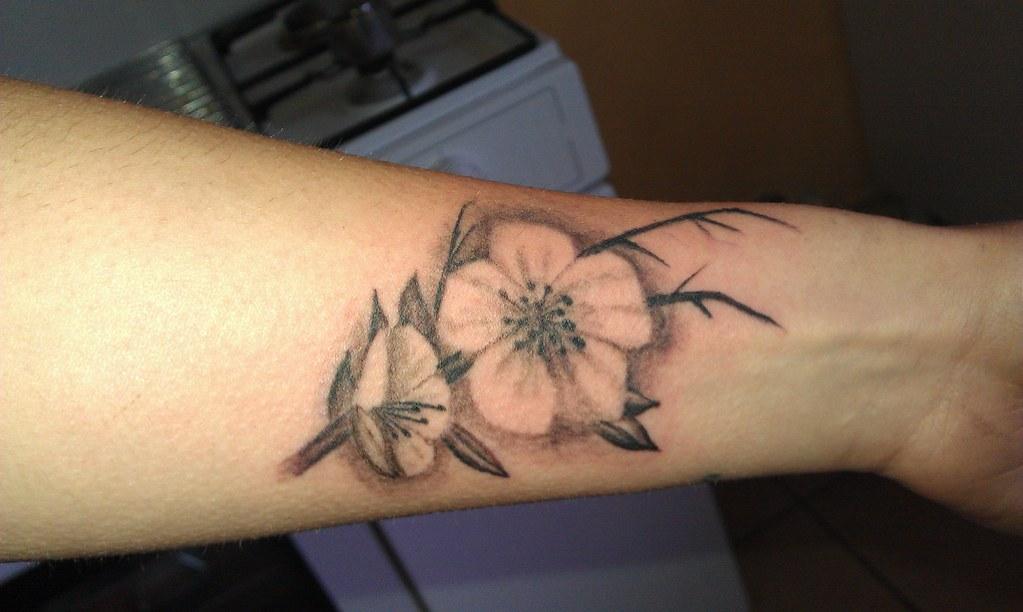 Fiori Tattoo.Fiori Ciliegio Tattoo Tatiaggio Tatuaggio Realistico Fior Flickr
