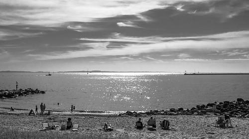 ocean light sea bw sun mer beach boats soleil bateaux nb lumiere sail plage stonington