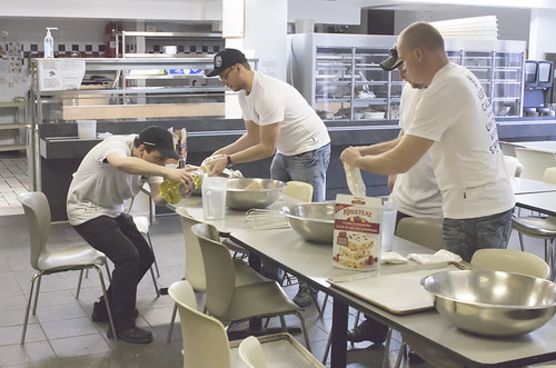 Male Workers Cooking Together / Travailleurs cuisinant ensemble