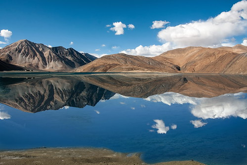 pangonglake india ladakh jammuandkashmir rutogcounty tibet disputedterritory nature himalaya wetland reflection day