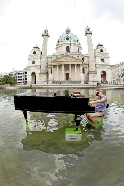Piano in Karlsplatz Pool