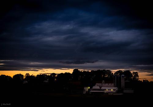 light sunset house night clouds barn rural dark pennsylvania farm country amish lancastercounty jennifermacneilltraylor jennifermacneill jennifermacneillphotography