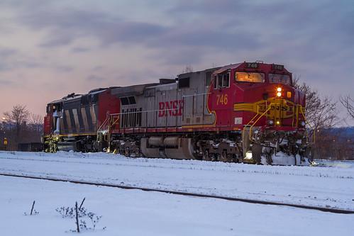 railroad winter sunset snow canada santafe night yard train dark twilight hamilton railway trains foam rare railfan freight bnsf warbonnet fpon cn331 grimsbysubdivision foreignpowerinontario