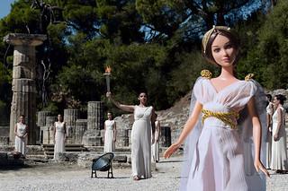 Barbie Collezione moda nel mondo - 06 - GRECIA: Cerimonia di accensione della fiamma olimpica | by EleC [mickred]