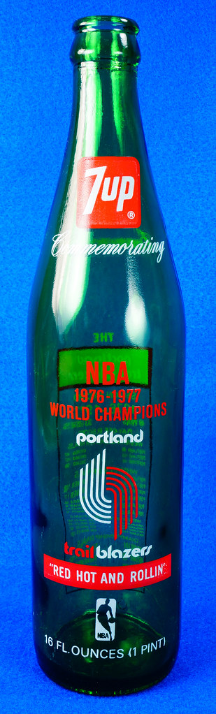 RD10088 Vintage Portland Trailblazer 1976 - 1977 NBA Champions 7 UP Soda Bottle DSC07791