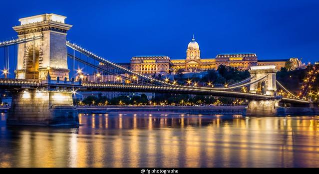Le pont des Chaînes (Széchenazyi Lanchid) by night
