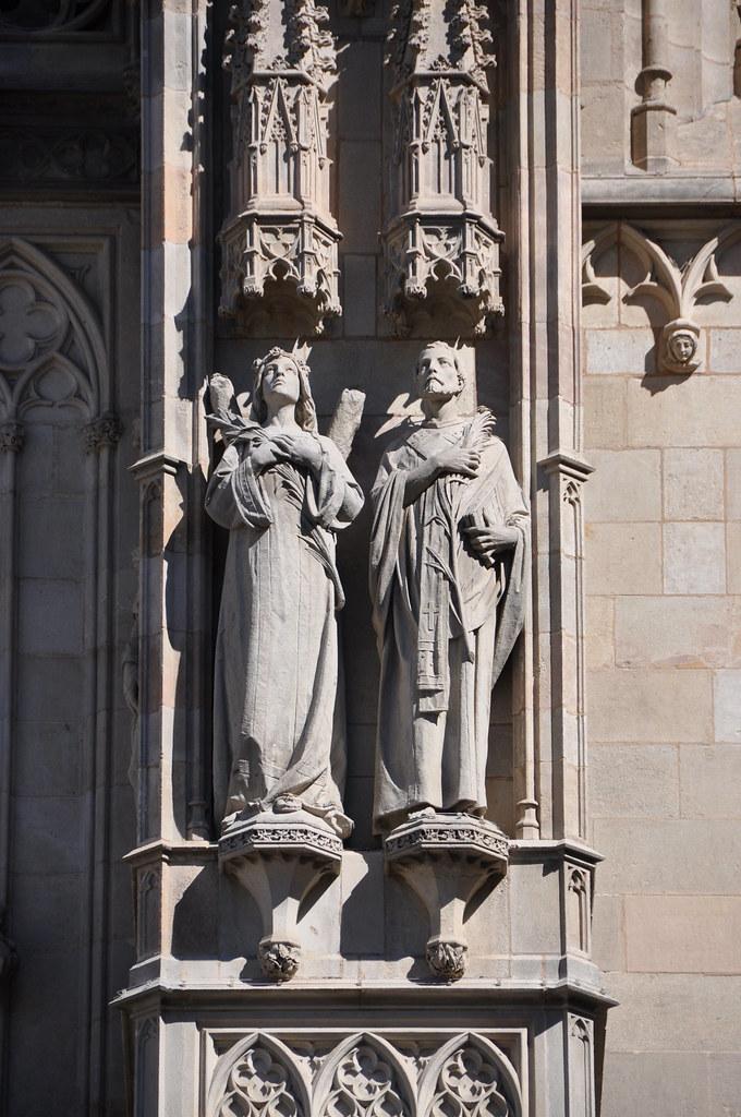 Barcelona. Cathedral church of the Holy Cross and Saint Eulalia. Neo-Gothic facade. Saint Eulalia and Saint Felix. 1887-1890. Agustí Querol, sculptor
