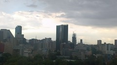 Edificios de Reforma bajo el nublado atardecer