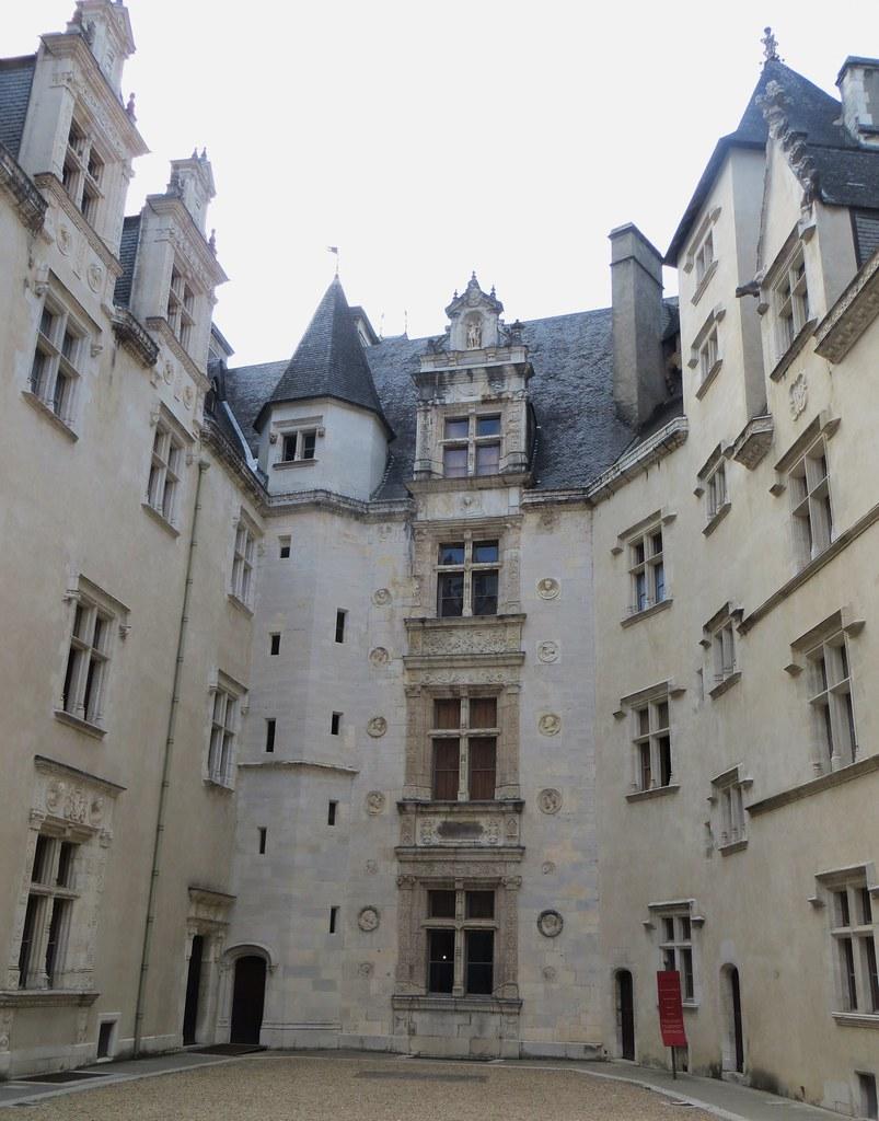 Cour Interieure Du Chateau Musee National Du Chateau Roya