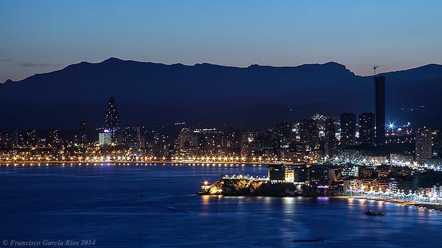 Perteneces a la ciudad, perteneces a la noche... / You belong to the city, you belong to the night...