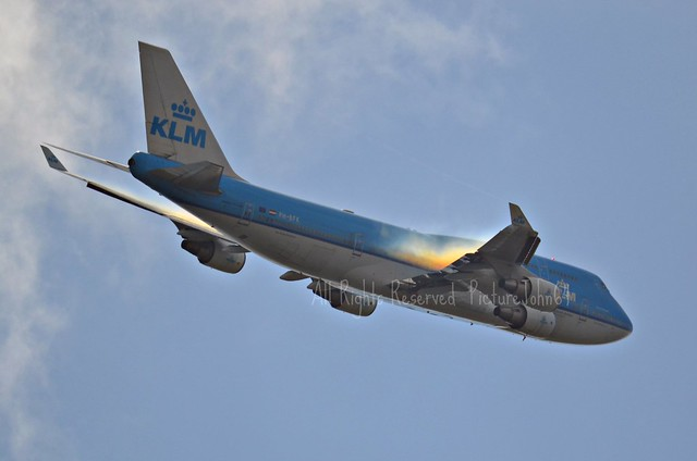 Sun colored Vapour on KL644 KLM Boeing 747 (PH-BFK) at FL24 from New York JFK to Schiphol Amsterdam